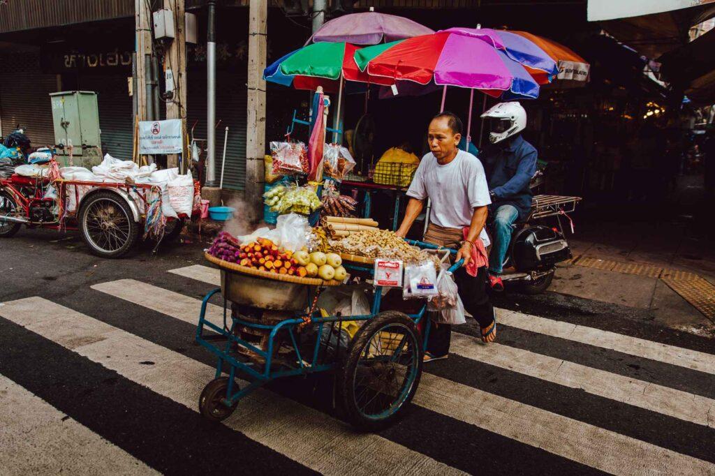 Thailandia venditore ambulante